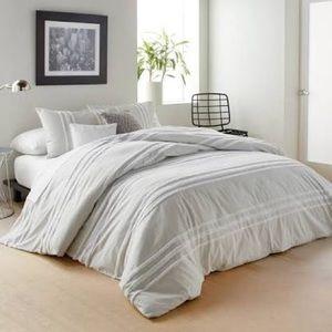 DKNY Chenille Stripe Queen Comforter Set new